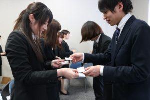 学生の名刺交換